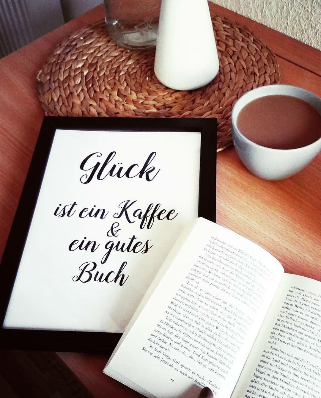 Glück ist Kaffee und ein gutes Buch