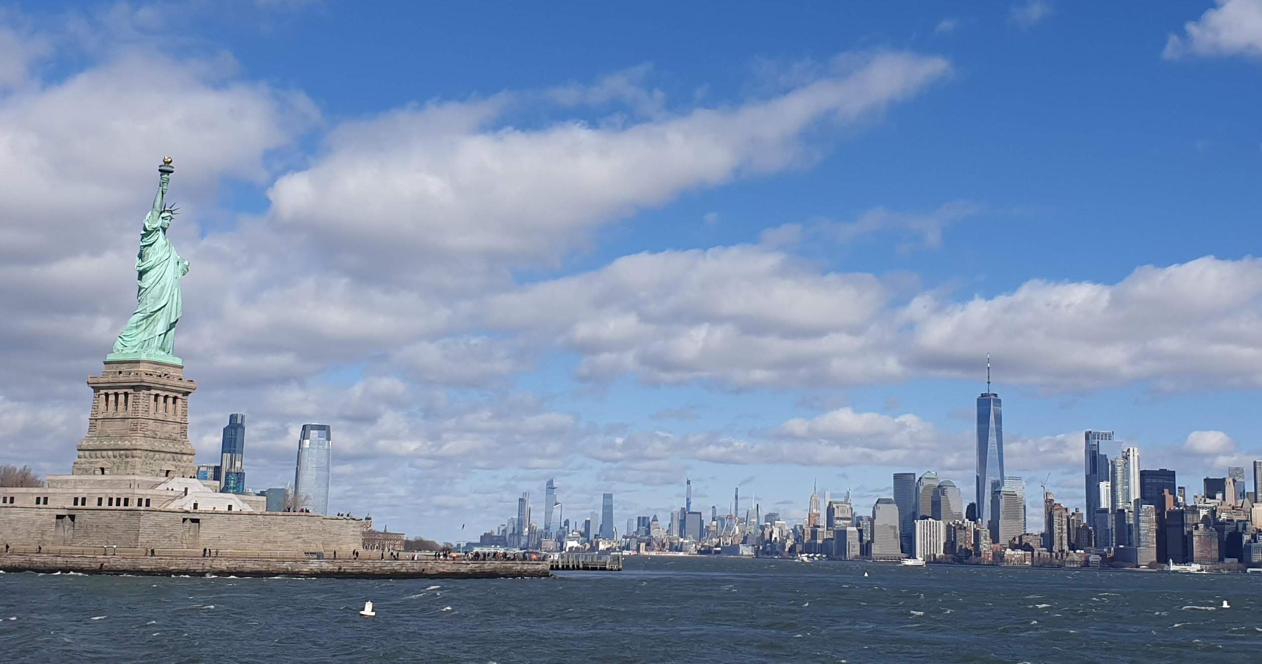 Das Tor zu Amerika - Die Freiheitsstatur mit Blick auf Manhattan